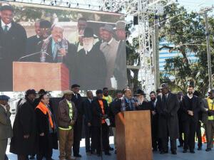 Martin Luther King III speaking with Agudath Israel regional vice president Rabbi Ephraim Leizerson and Agudath Israel of Florida director Rabbi Moshe Matz at his side.