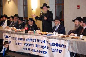 Rabbi Dovid Golberg addressing the Melave Malka