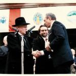 Rabbi Moshe Sherer with Governor Mario Cuomo at Mayor Rudolph Giuliani's inauguration (1994) Photo Credit: Sender Schwartz