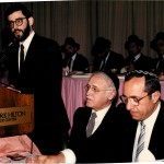 Governor Mario Cuomo with Rabbi Moshe Sherer at Agudath Israel's Dinner in 1986. Rabbi Chaim Dovid Zwiebel is at the podium.