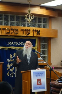 Rabbi Hillel David delivering divrei chizuk
