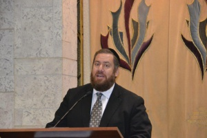 Rabbi Ephraim Shapiro addressing the worldwide Siyum on Maseches Gittin in Boca Raton